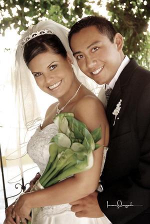 L.M.I.Moisés Parral Morales y L.C.O. Yéssica Lozoya Hernández contrajeron matrimonio religioso en la parroquia de la Inmaculada  Concepción el sábado 30 de octubre de 2004 .