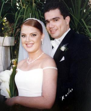 Lic Lazaro Peña y la Srita Karla Sanchez  Stelzer contrajeron matrimonio el pasado 18 de septiembre de 2004 en la parroquia de San Pedro Apóstol.