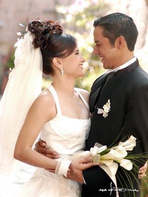Sr Eduardo Camacho y Srita Karla Ivone Rocha contrajeron nupcias el pasado 18 de septiembre de 2004.