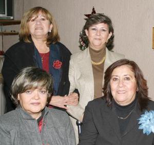 <b>20 de diciembre de 2004</b> <p> Tony de Trujillo, Lolis Díaz, Lety de Luna y Chayito Arratia, captadas en su reunión en vísperas de la Navidad.