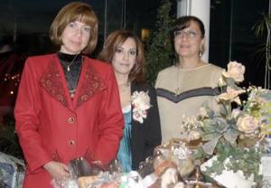Margarita Urquizo de Guzmán y Elisa Urquizo de Cuan le ofrecieron recientemente una despedida de soltera a Ana Sofía Urquizo Leal.