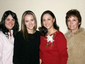 Alejandra Artea Gámez disfrutó de una despedida de soltera, que le ofrecieron sus familiares por su cercano matrimonio.