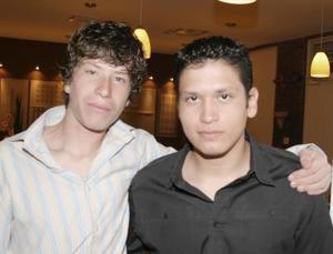 <b>21 de diciembre de 2004</b> <p>  Hugo Cristóbal y Eduardo Nava.