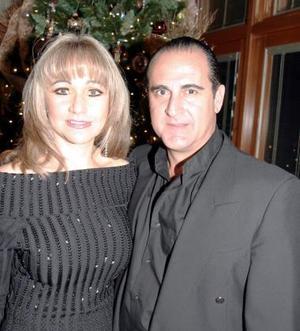<b>20 de diciembre de 2004</b><p>  María de los Ángeles y José Ángel Fernández.