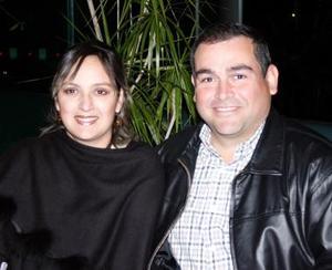 <b>21 de diciembre de 2004</b><p>  Roberto Villarreal y señora