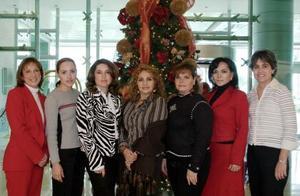 Cecy Celaya, Vero de Froto, Lucy de González, Mara Maitar, Yola de Montoya, y Brenda Monárrez se reunieron recientemente para celebrar la psóxima Navidad.