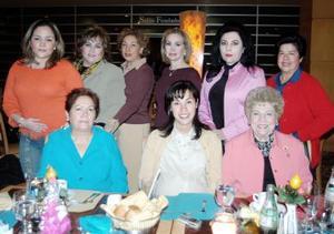 Grupo de amistades que se reunieron para celebrar su posada en días pasados.