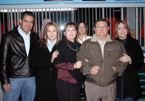 José Luis Díaz Flores, celebró su cumpleaños con una amena reunión que le ofrecieron su esposa Patricia Nájera de Díaz Flores y sus hijo