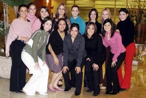 <b>20 de diciembre de 2004</b> <p> Rocío Sánchez Moreno recibió felicitaciones por su próximo enlace matrimonial