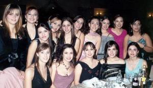 Julia, Myrna, Karina, Lorena, Julia, Velina, Sophia, Priscila , Ivonne, Gilda, Cristina, Miriam, Judy, Fernanda y Laura, captadas en pasada graduación.