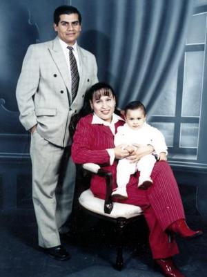 Alfonso Yahir de Santiago Nasser celebró su primer cumpleaños en días pasados, él es hijo del Sr. Luis Alfonso  de Santiago y Elizabeth Nasser de De Santiago.