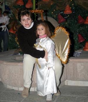 D-Mariela y Fernanda Orrín, en un festejo alusivo a la Navidad