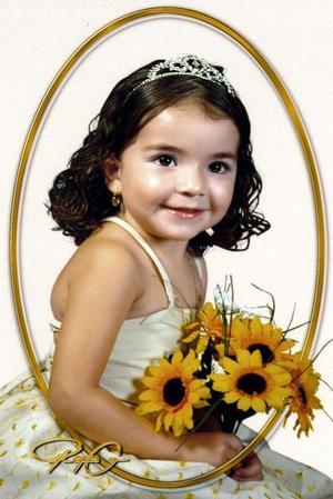 D-Niña Janeth Danahí Orduña Herrera, en una fotografía de estudio