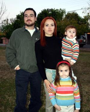 <b>19 de diciembre de 2004</b> <p> Verónica, Bárbara, Valeria y Alejandro Froto.