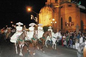 La verbena comenzó desde temprano con un homenaje a Santiago Lavín Cuadra en la Basílica de Nuestra Señora de Guadalupe de Gómez Palacio, sitio en el que se encuentra la cripta del ilustre personaje.