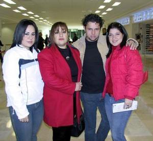 Paola Sánchez, Mariana Solís, Rita Azpilcueta e Iván Muñoz viajaron a Mérida.
