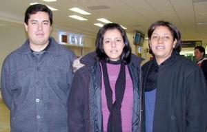 <b>19 de diciembre de 2004</b> <p> Patricia Facio, Beatriz Facio, y Pedro Camarillo viajaron a París Francia.