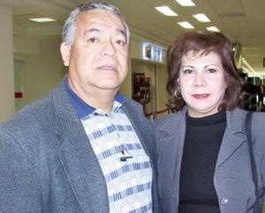 <b>20 de diciembre de 2004</b> <p> Salvador Olivas y Mary Carmen Olivas viajaron a Los Ángeles