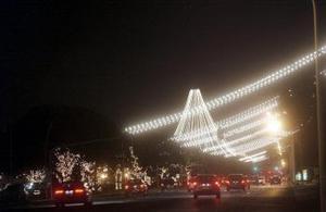 Foto tomada de la iluminación navideña en la esplanada de los Ministérios en Brasilia.