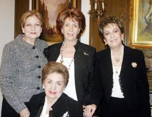 <b>22 de diciembre de 2004</b> <p> Veva de Valencia, Marta de Cepeda, Josie de Iriarte y Marisa de Berlanga.