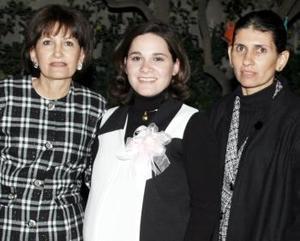 <b>22 de diciembre de 2004</b> <p> Grethel González de Ruiz en compañía de las organizadoras de su baby shower