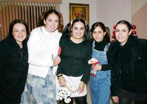 Gabriela del Carmen García en su fiesta de cumpleaños juntao a Ale Garcpia, Marcela Guerrero, Mariana Michel y Dany Bazán.