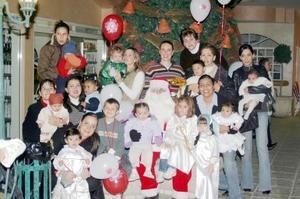 Pequeños de conocido colegios de la localidad, disfrutaron en compañia de sus mamás de una bonita posada decembrina.
