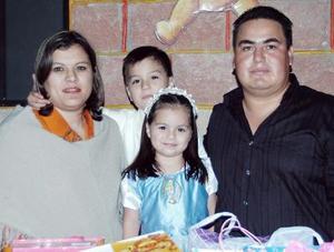 Pedro Andrés y Katia Karina Rojas Romo junto a sus papás, Pedro Rojas rivas y Karina Romo de Rojas, en la fiesta que le ofrecieron con motivo de sus respectivos cumpleaños.