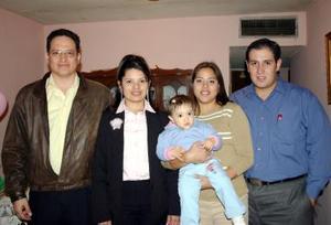 <b>23 de diciembre de 2004</b> <p> Francisco Guzmán, Verónica Villalobos, Veronica Gúzman Villalobos, Catalina de Villalobos y Adán Villalobos, en reciente convivio social
