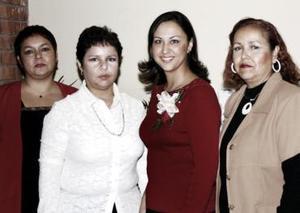 Alejandra Artea Gámez disfrutó de una despedida de soltera que le ofrecieron sus tías, Claudia, Mayela y Paty.