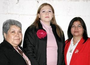 <b>24 de diciembre de 2004</b><p> Margarita Mesta González y Rosaura Romero de García, le ofrecieron hace unos días una despedida de soltera a Karina González Mesta.