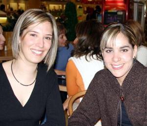 Gaby Alarcón y Daniela de Cano