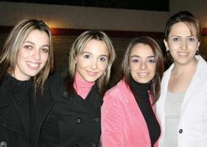 <b>24 de diciembre de 2004</b> <p> Lupita Auzos, Natalia Hinojosa, Ely Agüero y Helwe Dabdou