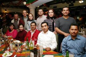 <b>23 de diciembre de 2004</b> <p>Personal de conocida agencia automotríz se reunio en un restaurante de la localidad, para disfrutar de una agradable reunion navideña