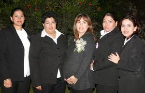 Mercedes de Cázares en compañía de Adriana Chavira, Josefina de Sabag, Brenda Esquivel , Mónica de Gallegos y Coquis López, asitentes a la fiesta de canastilla que le ofrecieron.