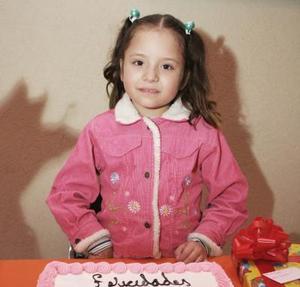 Karen Pamela Guajardo Bardán apagó las velitas el día de su cumpleaños