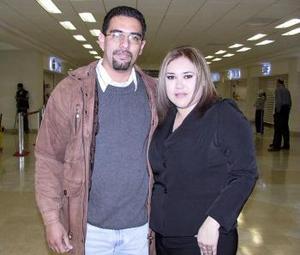 <b>23 de diciembre de 2004</b> <p> Mariano Guzman y Karina Soto viajaron con destino a la Ciudad de México.