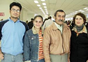<b>24 de diciembre de 2004</b> <p> Francisco Berumen, Juana C.Barraza, Francisco y Blanca Berumen viajaron a Tijuana.