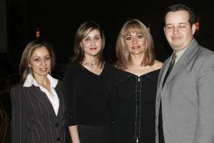 Liticia Muñoz, Lizeth Baltiérrez, María de los Ángeles Mijares y René Giesemann.