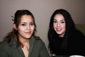 Mónica Reyes y Jennifer Rodríguez.