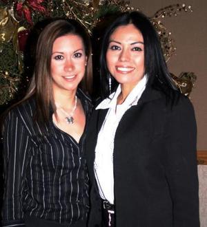 Paola Flores y Magdalena Hurtado.