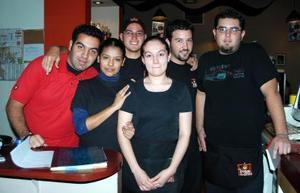 José Hinojosa, Manuel, Mario Quiroga,Carlos Eduardo, Karla Aguilar y Mariana Esteva.
