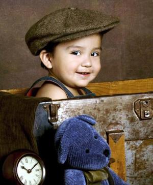 <b>26 de diciembre de 2004</b> <p>  Niño Jorge Eduardo Huereca González en una foto de estudio con motivo de su primer año, es hijo de los señores Jorge Eduardo Huereca y Rocío González.
