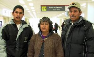 <b>25 de diciembre de 2004</b> <p> Silvestre Estrada y María de Jesús Rodríguez viajaron a Tijuana y fueron despedidos por Víctor Hugo Estrada.