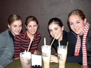 Mayí Udé, Diana Sepúlveda, Maryfer del Ríos y Angie Aguirre.