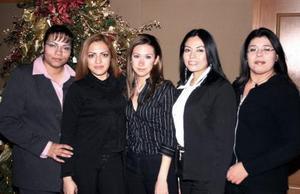 Ana Gabriela Guevara, Doris Magallanes, Paola Flores, Magda Hurtado y Neima Salazar.