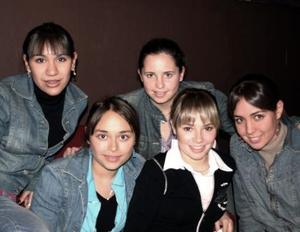 Daniela Ito, Analú Guitiérrez, Diana Ruiza, Araceli Martínez y Sonia Anaya.