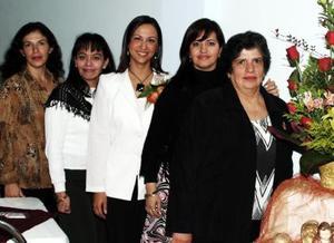 <b>28 de diciembre de 2004</b> Virginia de Amozorrutia, Claudia de Cepeda, Fabiola Fonseca de Amozorrutia y Lorena Aguayo de Amozorrutia ofrecieron una despedida de soltera a Alejandra Arte Gómez.