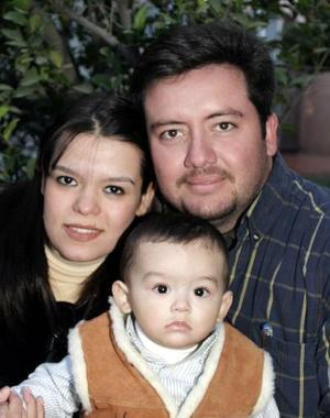 <b>28 de diciembre de 2004</b> <p> Cristina, Roberto y Hassan Salum.