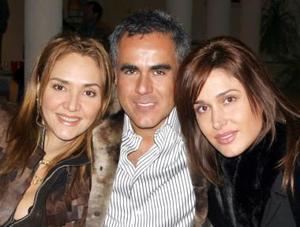 Angélica Fuentes, Ricardo Borrego y Débora Salmón.